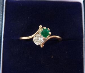 Beautiful 18ct gold edwardian Emerald and Diamond two stone twist 18k vintage antique ring